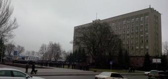 Время 14:32. Что сейчас происходит возле Николаевской ОГА? ФОТО