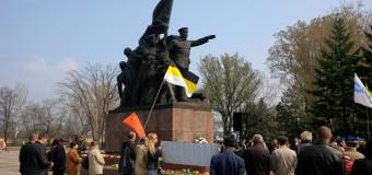 В честь 70-летия  освобождения Николаева возложили цветы героям-Ольшанцам. Фото