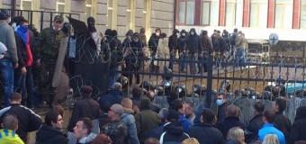 Демонстранты захватили донецкую ОГА. Видео