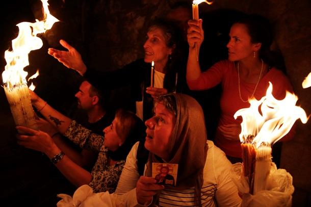 В Иерусалиме зажегся Благодатный огонь. Видео
