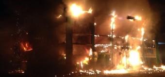 В центре Мариуполя горит Приват банк. Видео