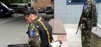 Управление Донецкой железной дороги заблокировали представители ДНР. Видео