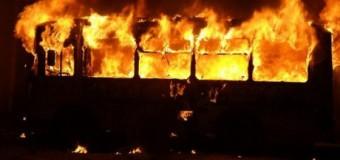В Киеве на Троещине сгорел пассажирский автобус. Видео