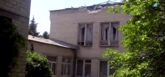 Славянск: артиллерийский снаряд попал в школу. Видео