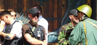 В Донецке люди взяли под контроль резиденцию Ахметова. Фото