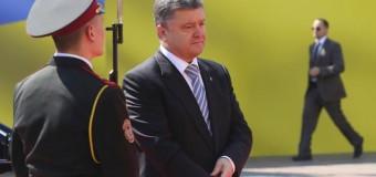 Петр Порошенко подошел не к тому гвардейцу. Видео