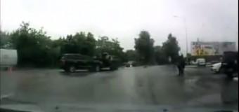 В Харькове «Лексус» врезался в БТР. Видео