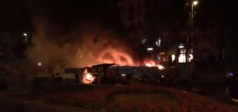 Ночью на Майдане загорелась баррикада. Видео