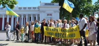 Около 1,5 тысячи людей вышли на марш вышиванок в Одессе. Видео