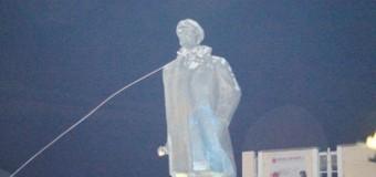 На Херсонщине повалили Ленина. Фото