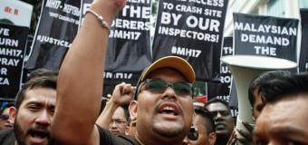 Разгневанные малайзийцы пикетировали украинское и российское посольства. Фото
