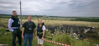 Наблюдатели ОБСЕ прибыли к месту падения лайнера. Видео