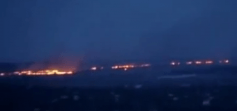 В Луганске от стрельбы горит весь пригород. Видео