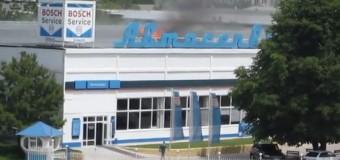 В Симферополе загорелось здание «АвтоВАЗа». Видео