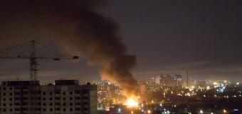 В Киеве произошел пожар на деревообрабатывающей фабрике. Видео