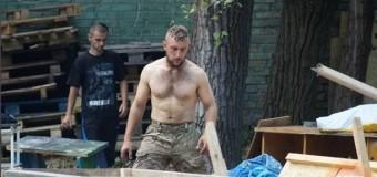 Майдановцы обустраиваются на новом месте. Фото