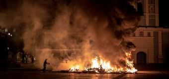 Киев: Ночью произошел пожар на Михайловской площади. Видео