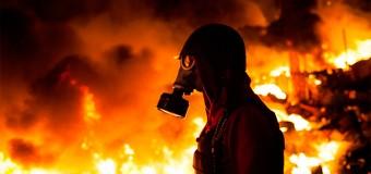 В Донецкой области горит фенольный завод. Видео