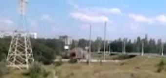 Горловка: В воздух взлетел пешеходный мост. Видео