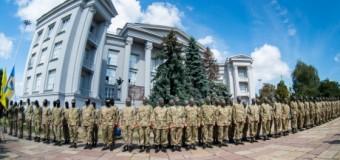 Новобранцы батальона «Азов» отправились из Киева воевать. Фото