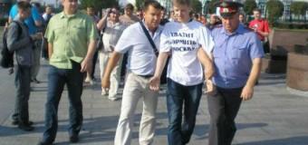 «Титушки» и полиция разогнали митинг в Екатеринбурге, не дав ему начаться. Фото