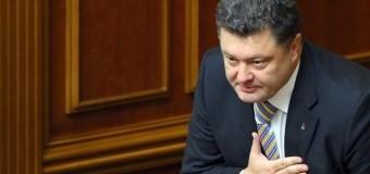 Порошенко прокомментировал установку украинского флага на московской высотке. Видео