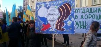 В Киеве харьковчане перекрыли движение, требуя отставки Кернеса. Фото