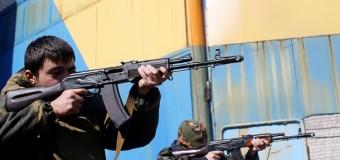 В Донецке дети учатся стрелять. Фото