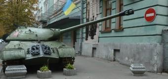 Трофейного «Иосифа Сталина» пригнали в Киев с АТО. Фото