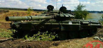 Трое мужчин против двух танков и двух БМД: кто кого? Фото + Видео