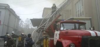 В Херсоне произошел крупный пожар на кондитерской фабрике. Видео