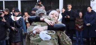 Встреча с киборгами: николаевские бойцы вернулись из донецкого аэропорта. Видео