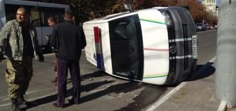 В Мариуполе маршрутка перевернула авто с бойцами Нацгвардии. Видео