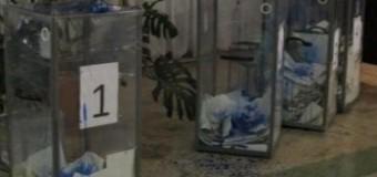 В Днепропетровске вылили чернила в избирательные урны. Фото