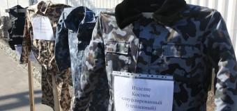 Украинским солдатам шьют вещи из-за «колючки». Фото