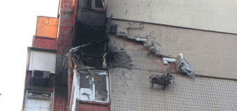 В Донецке снаряд попал в балкон многоэтажки. Фото