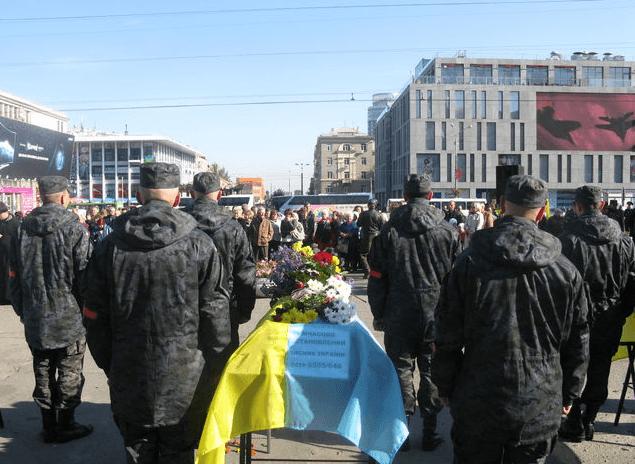 В Днепропетровске похоронили неопознанных солдат. Фото