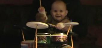 Умиляющее видео: 8-месячный мальчик сыграл хэви металл на барабанах