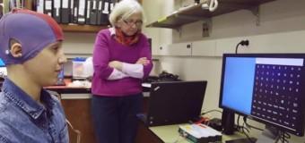 Ученый из США изобрел систему, позволяющую набирать текст силой мысли. Видео
