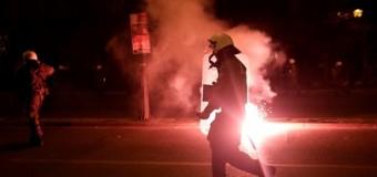 В Афинах во время многотысячной демонстрации сожгли американский флаг. Фото