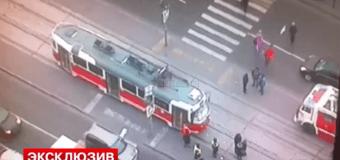 В Москве трамвай переехал школьницу. Видео