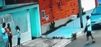 Чтоб застрелить грабителя, полицейский выронил ребенка. Видео