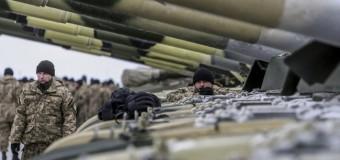 Партию тяжелой техники передал Порошенко бойцам АТО. Фото