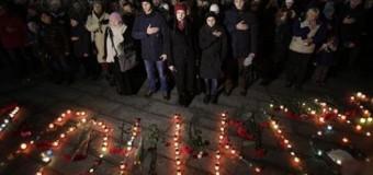 В Мариуполе прошли похороны жертв кровавого обстрела. Видео