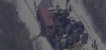 В США из-за непогоды в массовую аварию попали около 100 машин. Видео