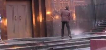 В России Ленина святой водой изгоняли из Мавзолея. Видео