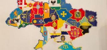 В Киеве презентовали вышитую карту Украины. Фото