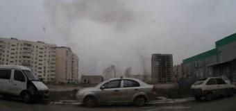 Новые кадры обстрела Мариуполя, снятые видеорегистратором. Видео