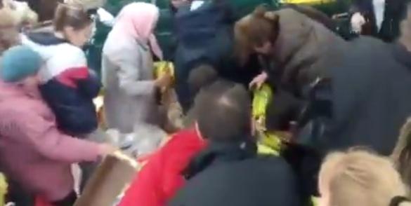 Жители оккупированного Крыма подрались из-за бананов. Видео