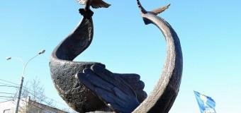 В николаевском сквере установили памятник Героям Небесной сотни. Фото